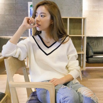 2017 spring college wind big v collar sweater women hedge loose wild Korean hit color shirt sweater shirt
