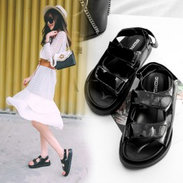 Sandals female 2017 summer new black shoes magic paste patent leather picnic with wild students leisure thick shoes