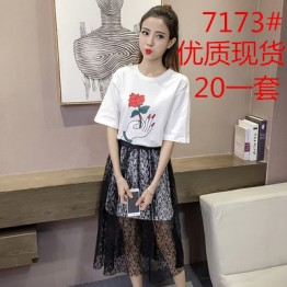 7173 print short sleeve t-shirt with high waist lace skirt