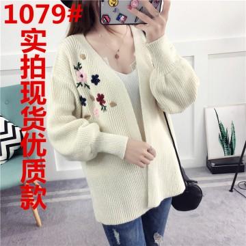 1079 # real shot autumn new lantern sleeves sweater sweater women loose Korean wild embroidery sweater shirt