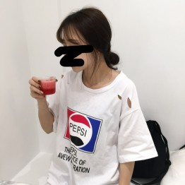 5228 # real shot South Korea ulzzang Hong Kong style fun printing hole in the long paragraph TEE female
