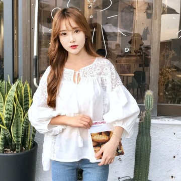 Korean fashion hollow hook flowers stitching white bubble sleeves long sleeves loose shirt