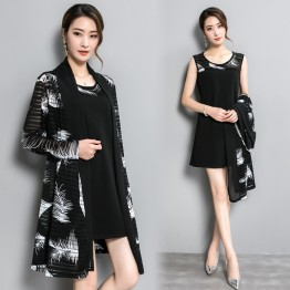 Real shot 2017 autumn and winter large size women's cardigan really two sets of loose fashion mother loaded large size dress 259