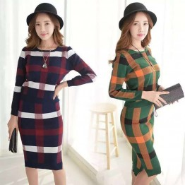 3919 lattice sweater with tight hip skirt